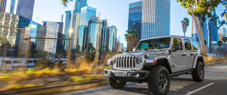 Nowy Jeep® Wrangler 4xe dołącza do modeli Renegade i Compass 4xe